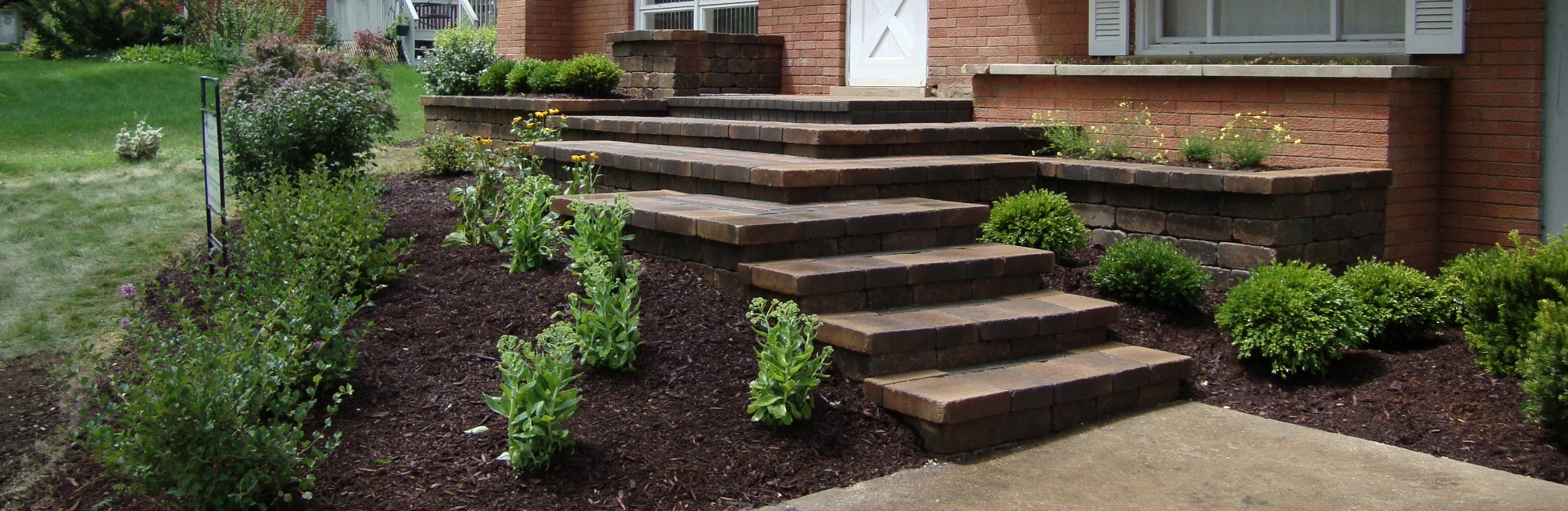 Moonlake Landscaping - Residential & Commercial Landscaping